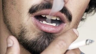 Rauchen verändert die Mundflora