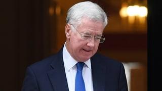 Mit ihm fing es an: Britischer Verteidigungsminister tritt zurück