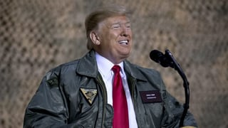Trump ha visità truppas en Irac