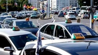 Rund 200 Genfer Taxifahrer demonstrieren gegen Uber
