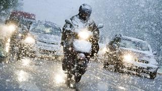 Chaos im Strassenverkehr wegen erneutem Schneefall