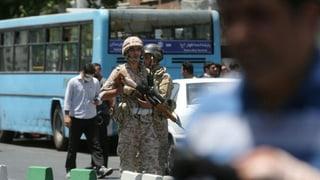 Bei Angriffen aufs Kohmeini-Mausoleum und das Parlament in Teheran sind mindestens zwölf Menschen getötet worden. Der IS reklamiert die Urheberschaft für sich.