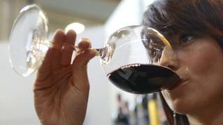 Svizzers han bavì l'onn passà en media 40 buttiglias vin per in