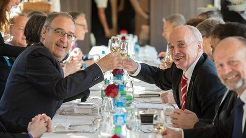 Auf ein Glas mit dem neuen Bundesrat (Artikel enthält Video)