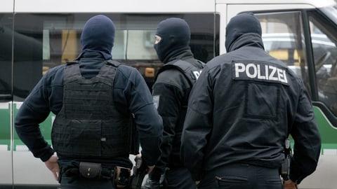 Wirbel um braune Polizisten zieht weitere Kreise (Artikel enthält Audio)