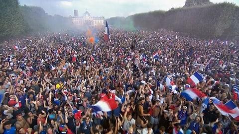 Freudenexplosion in Frankreich wird von Zwischenfällen getrübt (Artikel enthält Video)