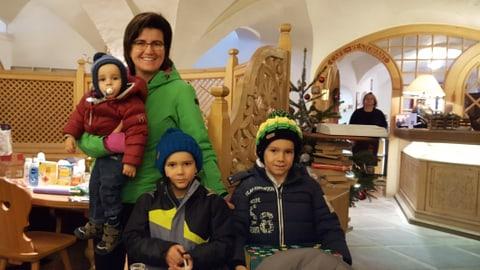 RTR ha fatg l'acziun 2 x Nadal a Zuoz (Artitgel cuntegn galaria da maletgs)