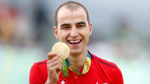 Dumagnà! – Finalmain ha Nino Schurter er aur olimpic (Artitgel cuntegn video)