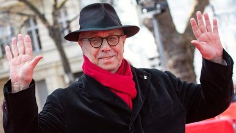 Adieu, Mann mit dem roten Schal (Artikel enthält Audio)