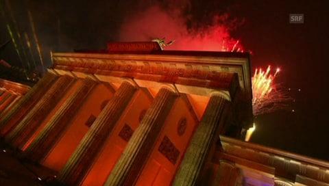 Symbolische Mauer in Berlin löst sich auf (Artikel enthält Video)