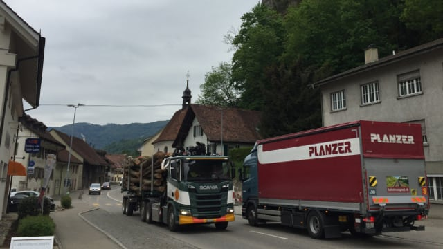 Die Umfahrung Klus kostet 80 Millionen Franken. Ein Tunnel und Brücken sollen helfen, die Staus zu verringern.