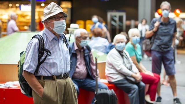 Ab sofort muss auch in Bahnhöfen eine Gesichtsmaske getragen werden.