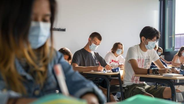 Ab Dienstag müssen Oberstufenschülerinnen und -schüler eine Maske tragen.