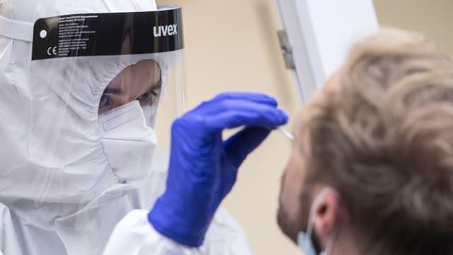 75 Lehrerinnne und Lehrer mussten am Samstag zum Test nach Münchenstein