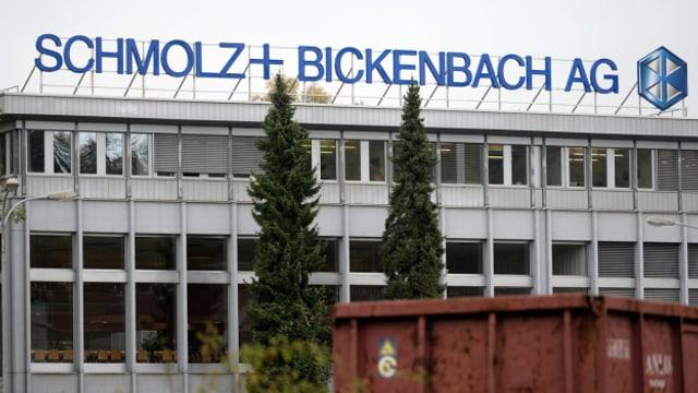 Der Schriftzug wird bald ausgewechselt: Schmolz+Bickenbach-Standort in Emmenbrücke.
