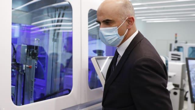 Bundesrat Alain Berset zu Besuch bei Roche Diagnostics in Rotkreuz.