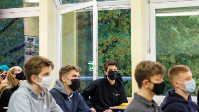 An Luzerner Oberstufen gilt ab Montag Maskenpflicht.