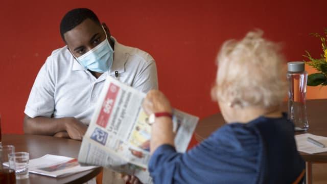 Herausforderung für Pflegepersonal: Menschen über 65 Jahre gehören zur Risikogruppe.