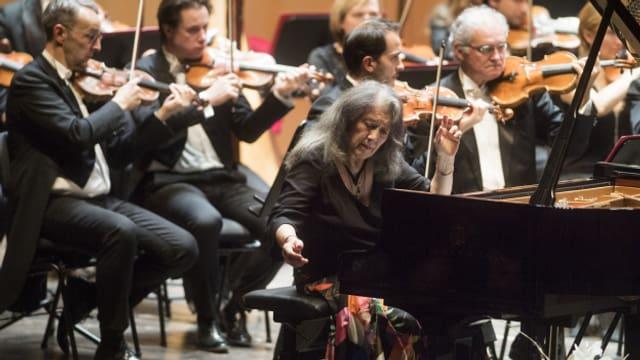 En questa Classica udis ina registraziun cun la pianista Martha Argerich ed il Orchestra della Svizzera italiana.