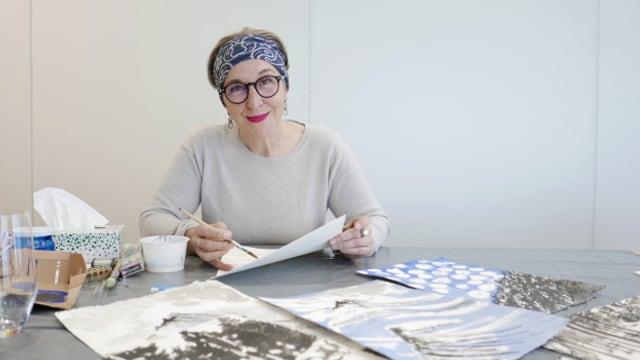 L'artista Cecila Demarmels en ses atelier termporar a Tavau.