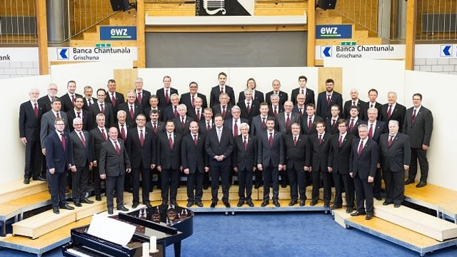 Chor viril Surses cun il dirigent Rainer Held