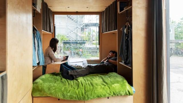 Alesch und Tina leben zusammen auf 15 Quadratmetern.