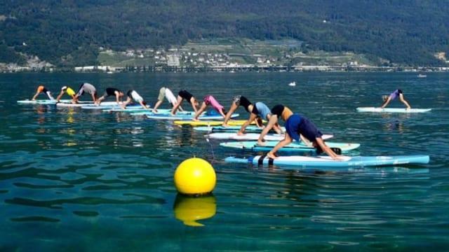 Plötzlich steht der See Kopf – SUP Yoga verändert die gewohnte Perspektive.