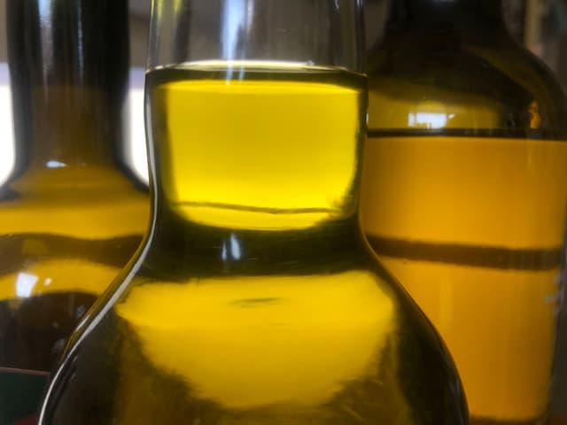 Nur die kaltgepressten Öle behalten ihre sortentypische Farbe.