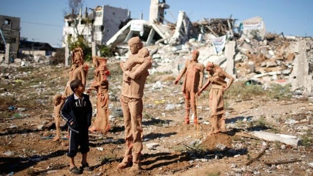 Kunst soll Konflikte kitten: Statuen eines palästinensischen Künstlers im Osten von Gaza City.
