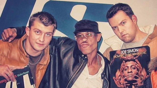 DJ Ilarius und DJ Pesa trafen den amerikanischen Rapper GURU in der SRF Virus Hip Hop-Radiosendung «Bounce» in Basel.