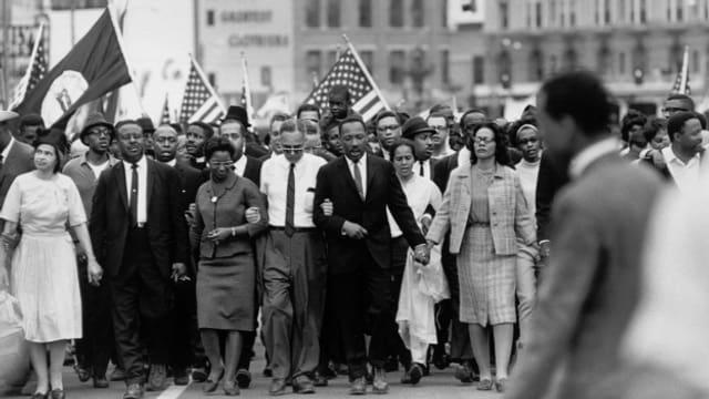 1965: Martin Luther King, Jr. auf dem Friedensmarsch von Selma nach Montgomery, Alabama