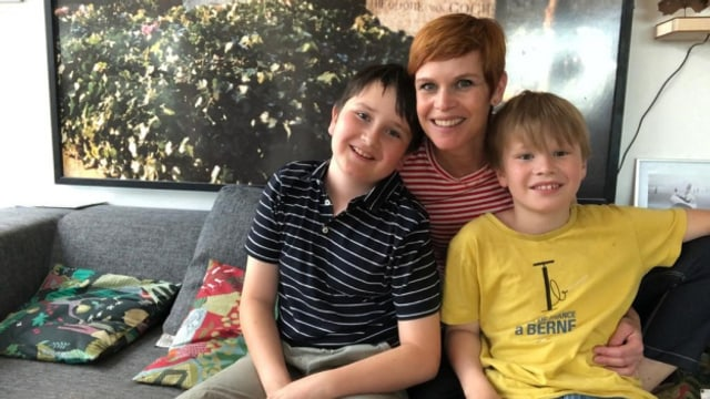 Sandra Boner (46) mit ihren Söhnen Nelson (10) und Miles (9).