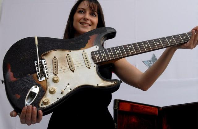 Jimi Hendrix's Fender Stratocaster bei einer Auktion in London 2008