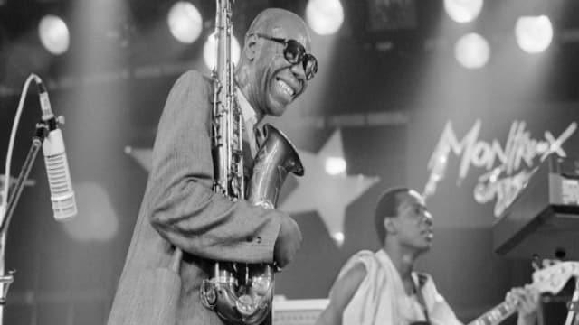 Der Kameruner Manu Dibango, hier an einem Konzert am Montreux Jazz Festival (1985), stirbt mit 86 Jahren in Paris.