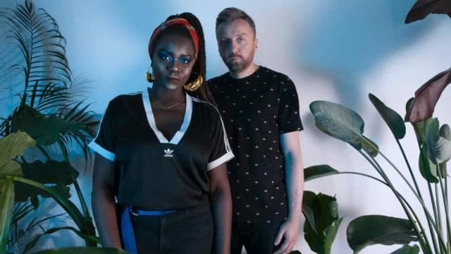 Das angolanisch-polnische Duo Lua Preta (Luzia Marina Viegas D'Abreu Avelino und Jakub Smogur) ist auch live ein Energielieferant der frecheren Sorte.