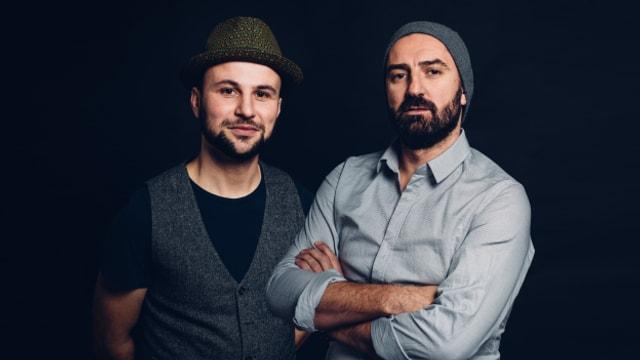 Die Köpfe der Aargauer Band Šuma Covjek; Hafid Derbal und Ivica Ivica Petrušic verraten ihre Abenteuergeschichten auf dem Weg zum Schweizer Pass.