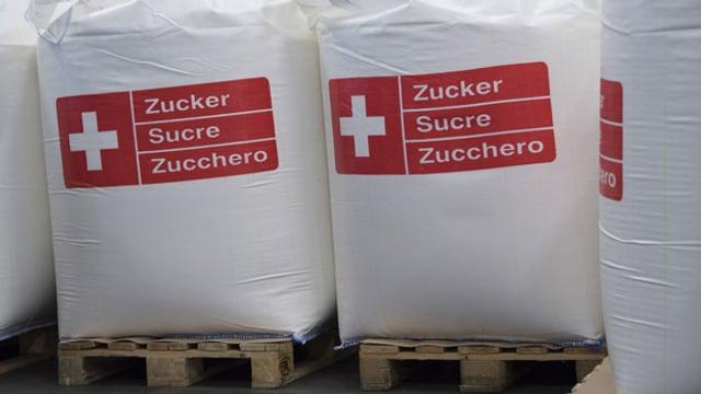 Abgepackte Säcke mit Zucker stehen auf Paletten in der Zuckerfabrik Aarberg. Der Schweizer Zuckerrübenanbau und damit die Produktion von Zucker in den beiden Werken in Frauenfeld und Aarberg sind in Gefahr.