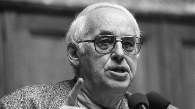 Helmut Hubacher, Nationalrat und ehemaliger Parteipräsident der SP, aufgenommen am 13. März 1995.