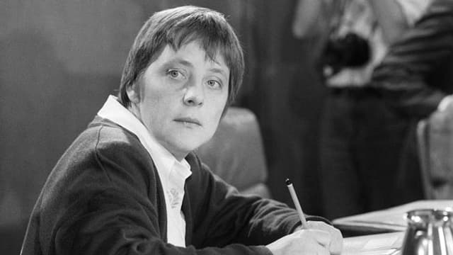 Angela Merkel – damals Ministerin für Frauen und Jugend – während einer Kabinettssitzung 1991 in Bonn.