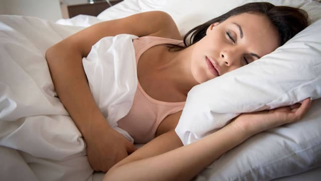 Symbolbild einer schlafenden Frau.