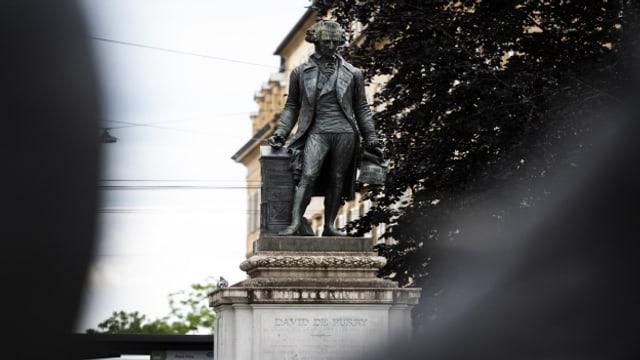Eine Petition will, dass die de Pury-Statue entfernt wird