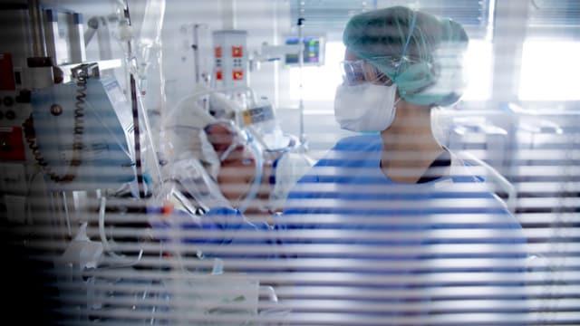 Medizinisches Personal im Spital bei der Arbeit