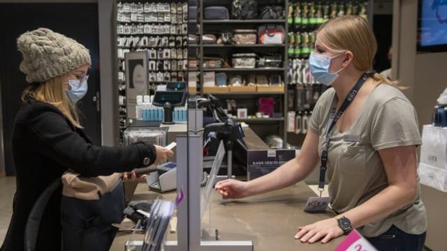 Im Kanton Bern gilt eine Maskenpflicht beim Einkaufen. Im Gegensatz zur Ostschweiz.