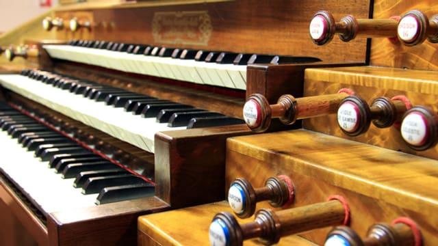 Ob geistliche oder weltliche Musik: Die Tasten einer Kirchenorgel gehorchen dem Befehl ihres Organisten.