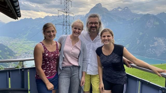 Zu Gast bei Dani Häusler im SRF Musikwelle Brunch: Julia Gisler, Marianne Epp und Angela Gisler (v.l.n.r.)