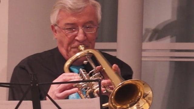 Erhard Fricker spielt Flügelhorn. Dass er nun auch komponiert, «das hat sich einfach so ergeben», sagt er.