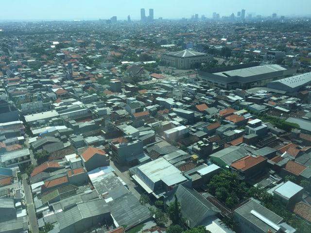 Luftaufnahme der Stadt Surabaya