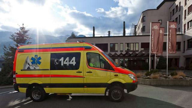 In'ambulanza davant l'ospital Glion.