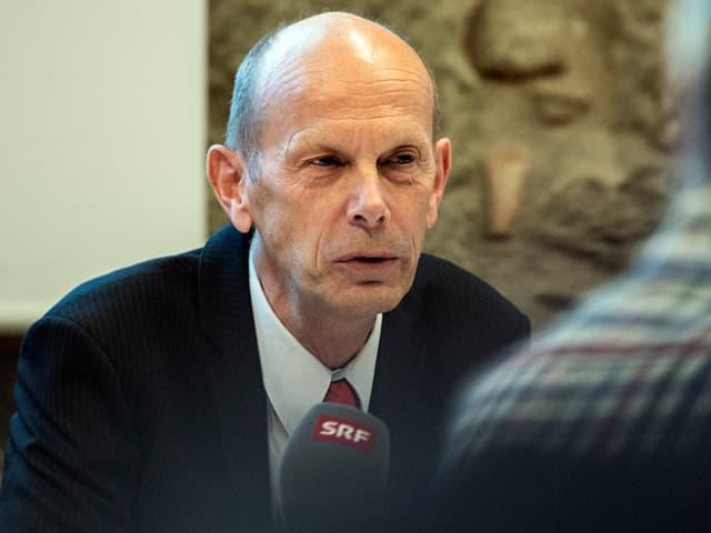 Daniel Koch an einer Medienkonfernez.