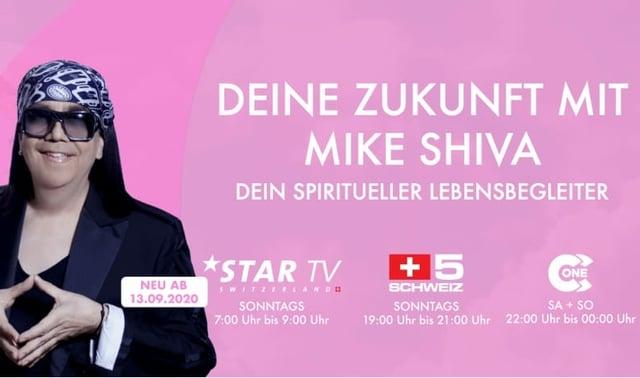 """Mike Shiva auf einem Plakat mit der Aufschrift """"Deine Zukunft mit Mike Shiva""""."""
